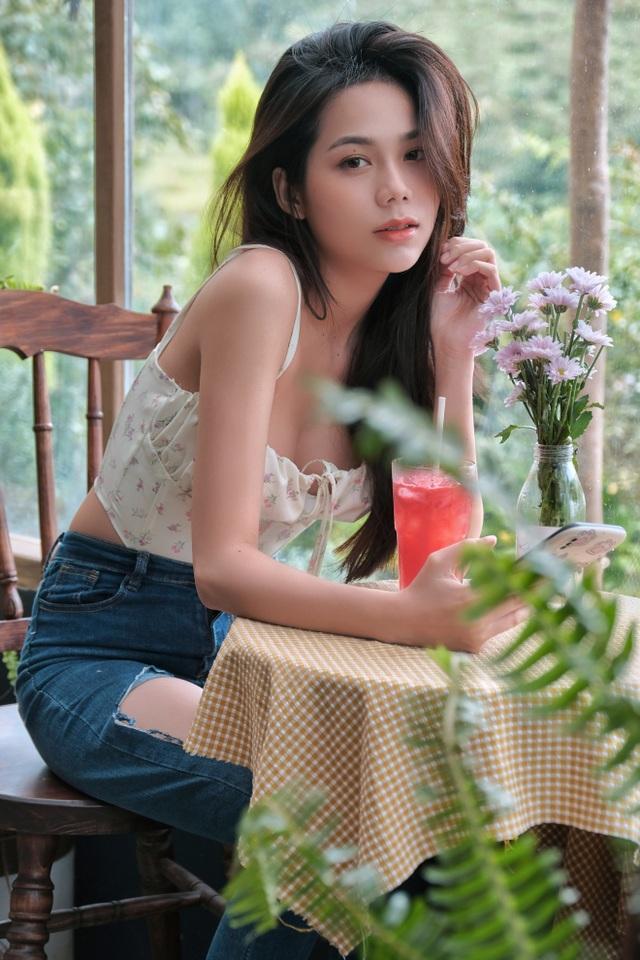 Hot girl giống diễn viên nổi tiếng Thái Lan khoe ảnh gợi cảm đón Giáng sinh - 12