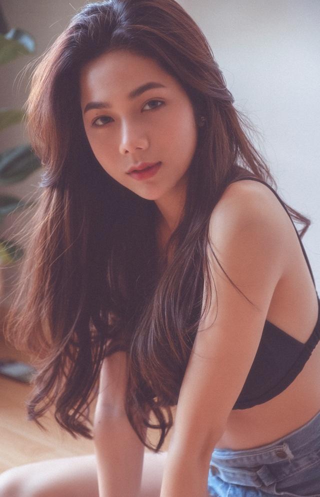 Hot girl giống diễn viên nổi tiếng Thái Lan khoe ảnh gợi cảm đón Giáng sinh - 14