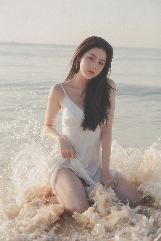 Hot girl giống diễn viên nổi tiếng Thái Lan khoe ảnh gợi cảm đón Giáng sinh - 15