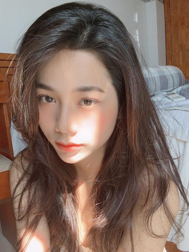 Hot girl giống diễn viên nổi tiếng Thái Lan khoe ảnh gợi cảm đón Giáng sinh - 17