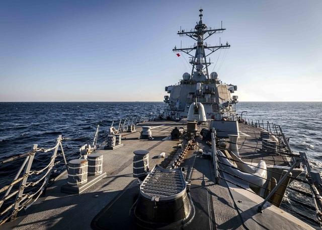 Mỹ bác tin tàu chiến bị Trung Quốc xua đuổi ở Biển Đông - 1