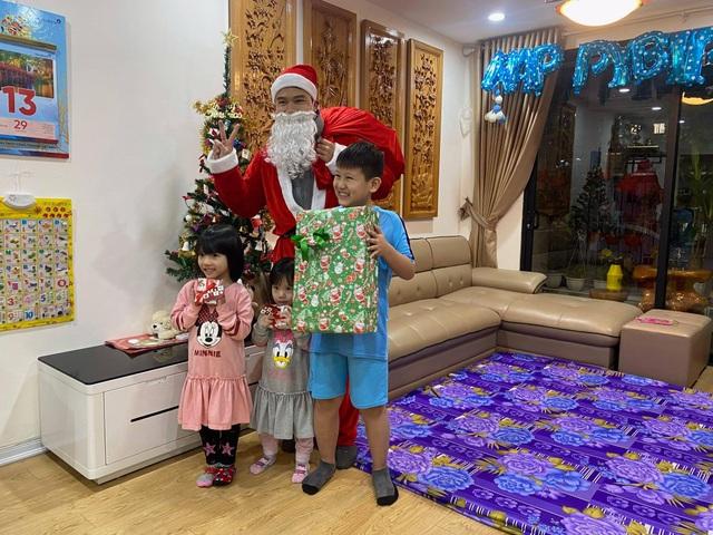 Ông già Noel tấp nập xuống phố: Mặt bịt khẩu trang, tay thu tiền triệu - 3