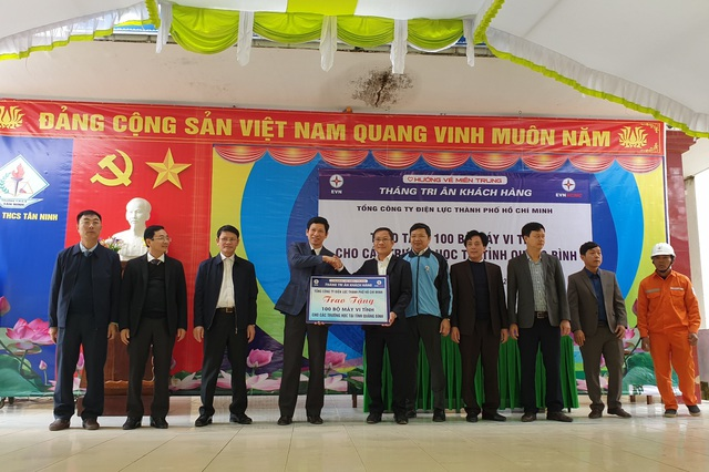 Quảng Bình: Tặng 100 bộ máy tính cho trường học vùng lũ - 1