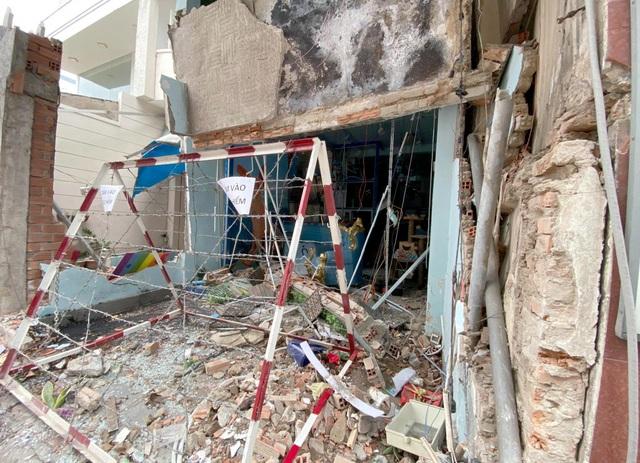 Vụ nổ sập tường quán bún: Nghi do vật liệu nổ - 1