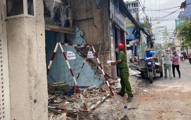 Vụ nổ sập tường quán bún: Nghi do vật liệu nổ - 2