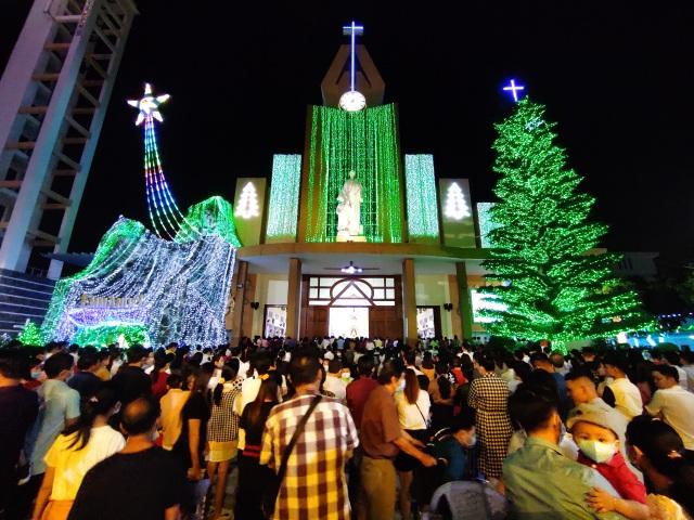 Người Sài Gòn mừng đón Giáng sinh trong không khí trật tự - 1
