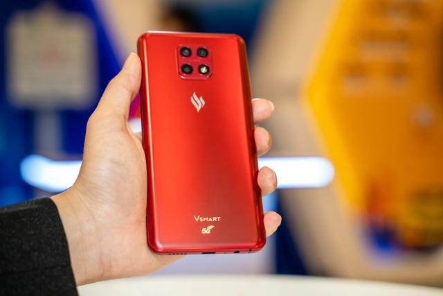 Người dùng háo hức trải nghiệm điện thoại Vsmart 5G Make in Vietnam - 2