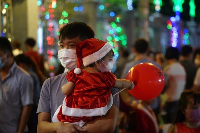 Người Sài Gòn mừng đón Giáng sinh trong không khí trật tự - 3
