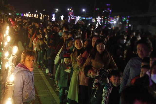 Người dân trên cả nước nô nức đón lễ Giáng sinh - 13