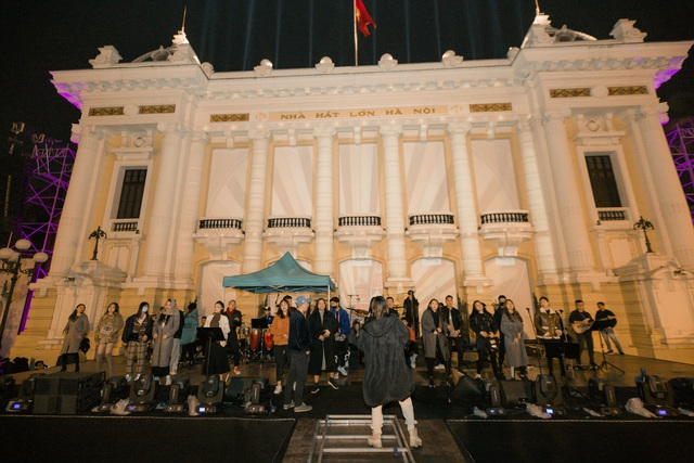 Nhà hát Lớn Hà Nội biến hình trong đêm Countdown Giáng sinh - 10