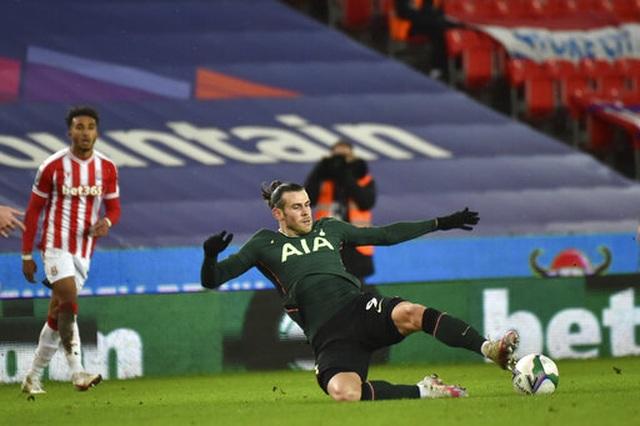 Vừa mới tỏa sáng, Gareth Bale lại... gặp hạn - 2