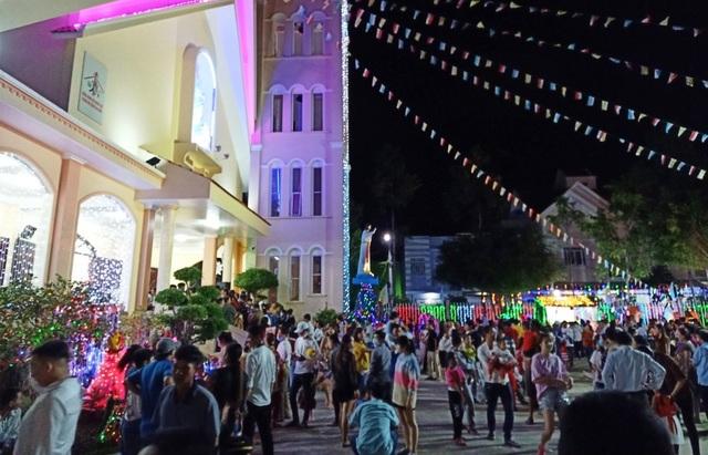 Người dân trên cả nước nô nức đón lễ Giáng sinh - 9