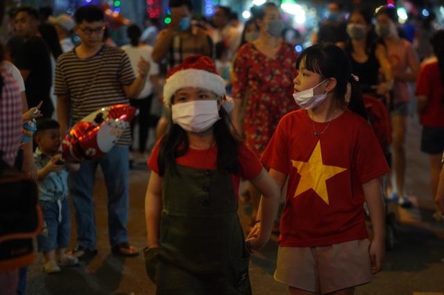 Người Sài Gòn mừng đón Giáng sinh trong không khí trật tự - 9