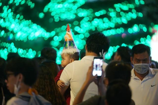 Người Sài Gòn mừng đón Giáng sinh trong không khí trật tự - 15