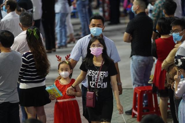 Người Sài Gòn mừng đón Giáng sinh trong không khí trật tự - 2