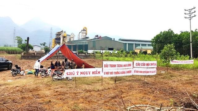 Dân dựng lều ngày đêm canh nhà máy nghi xả thải gây ô nhiễm - 1