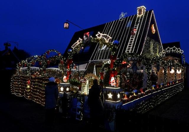Thế giới đón Giáng Sinh trong bóng ma Covid-19 - 18