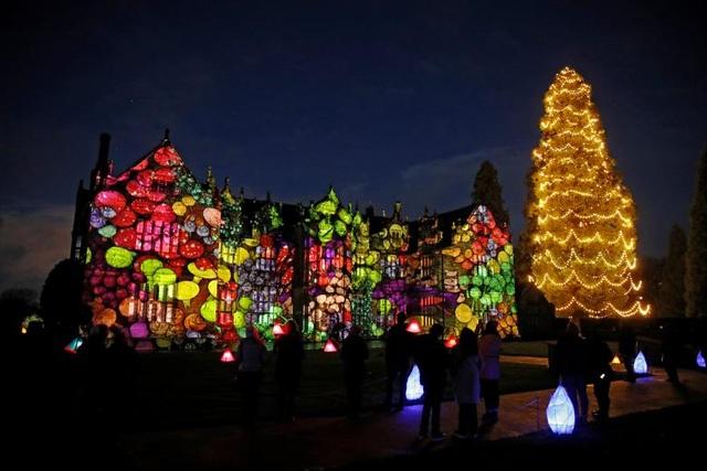 Thế giới đón Giáng Sinh trong bóng ma Covid-19 - 14