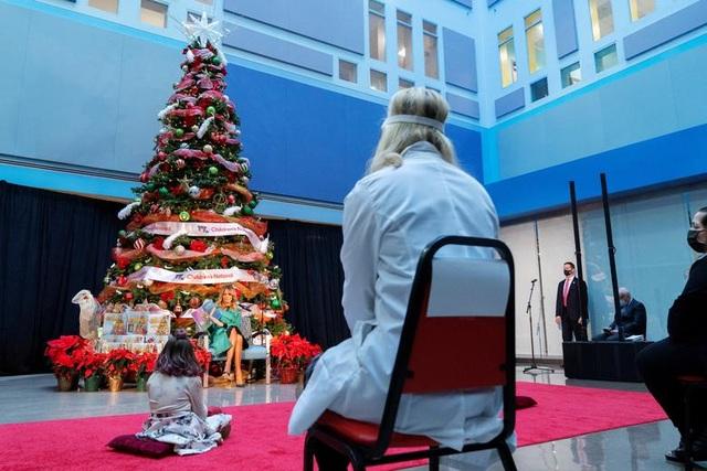 Thế giới đón Giáng Sinh trong bóng ma Covid-19 - 6