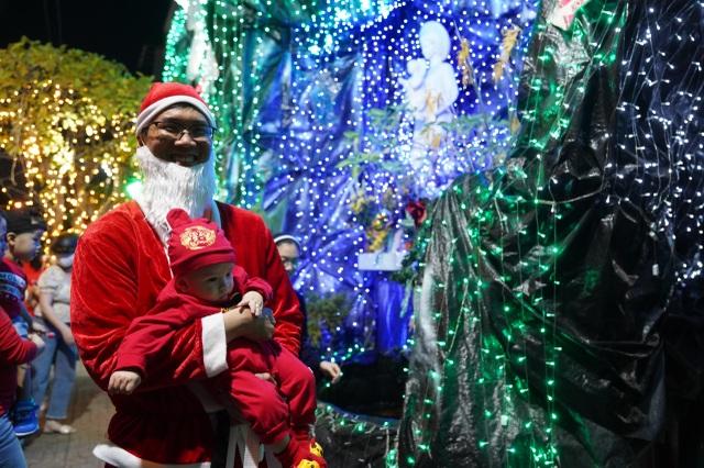 Người Sài Gòn mừng đón Giáng sinh trong không khí trật tự - 13