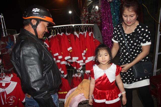 Người dân trên cả nước nô nức đón lễ Giáng sinh - 24