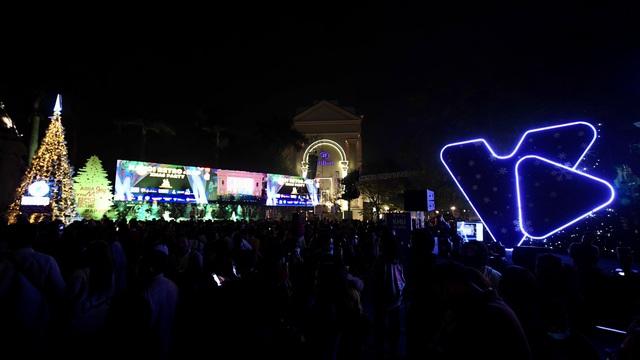 Nhà hát Lớn Hà Nội biến hình trong đêm Countdown Giáng sinh - 2