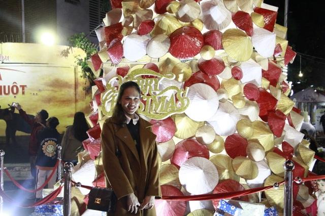 Người dân trên cả nước nô nức đón lễ Giáng sinh - 16