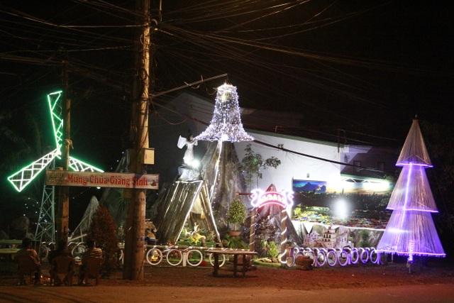 Người dân trên cả nước nô nức đón lễ Giáng sinh - 20