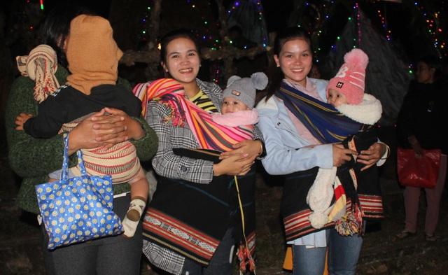 Người dân trên cả nước nô nức đón lễ Giáng sinh - 22
