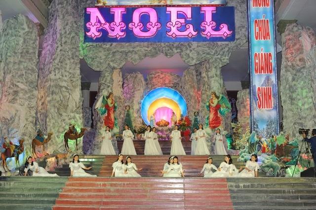 Người dân trên cả nước nô nức đón lễ Giáng sinh - 1