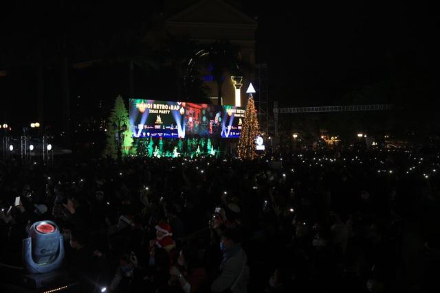 Nghệ sĩ khuấy đảo không khí đêm Countdown Giáng sinh - 6