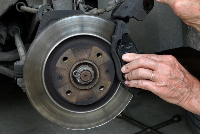 Khi nào phải bảo dưỡng, láng đĩa phanh ô tô? - 1