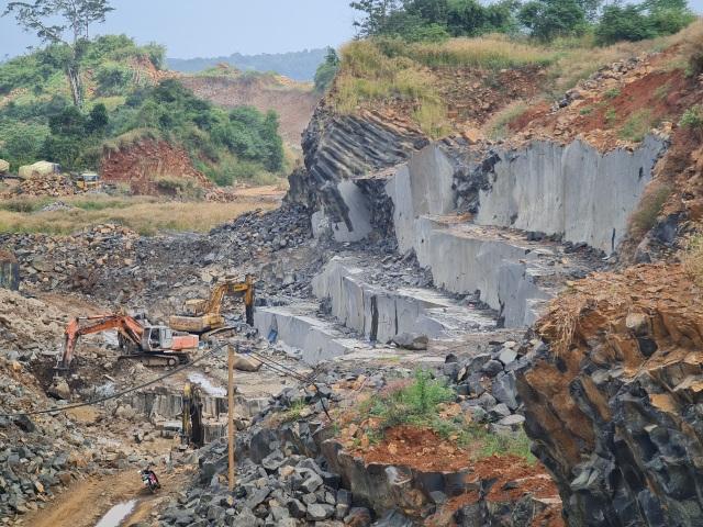 Xử phạt hàng loạt doanh nghiệp khai thác khoáng sản quên đóng cửa mỏ - 1