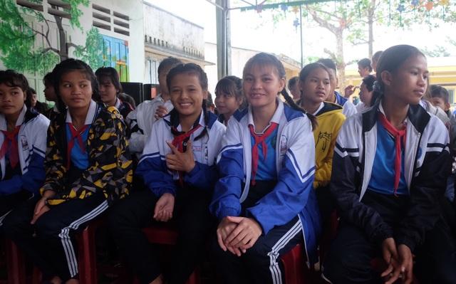 Khởi công xây dựng phòng bán trú bị hư hỏng dành tặng các em học sinh - 6