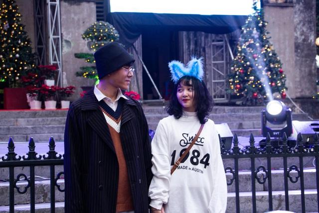 Những cặp đôi tình tứ đầy ấm áp trong đêm Noel - 6