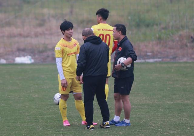 HLV Park Hang Seo giao nhiệm vụ cho Công Phượng - 1