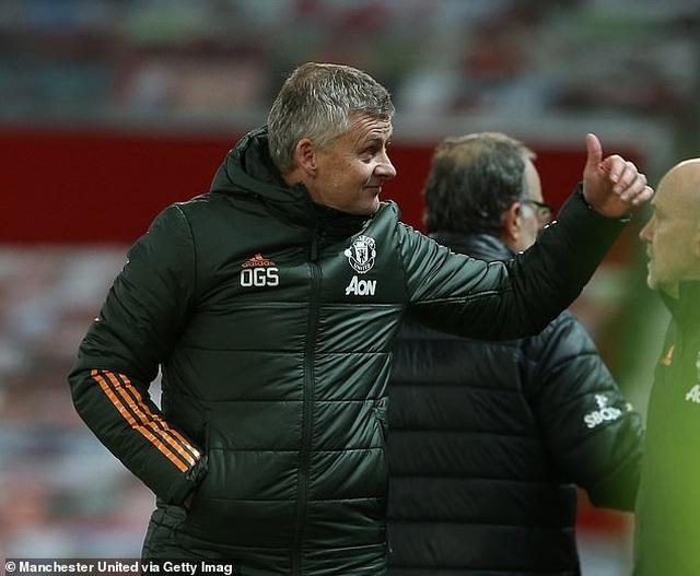 Cổ động viên Man Utd tranh cãi dữ dội khi HLV Pochettino dẫn dắt PSG - 2