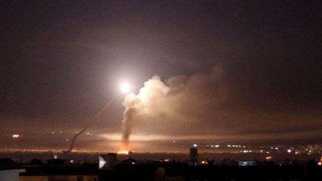 Tên lửa bay tới tấp trên bầu trời Syria, Damascus tố Israel là thủ phạm - 1