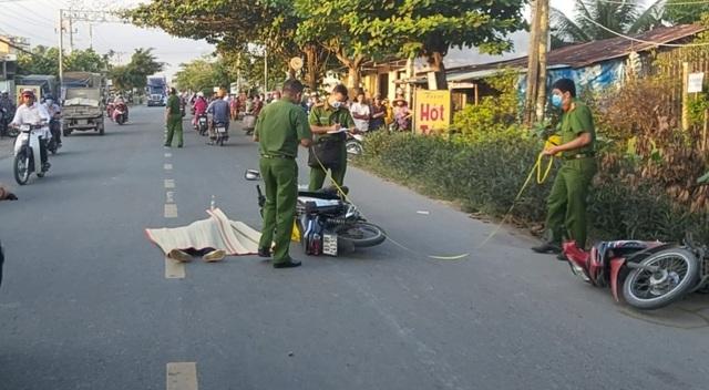 Sau va chạm với xe máy, nữ công nhân ngã xuống đường, bị ô tô cán tử vong - 1