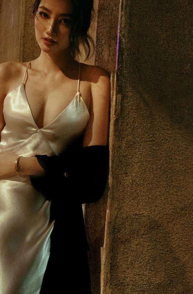 Ông xã Trương Tri Trúc Diễm không khó chịu khi vợ diện trang phục gợi cảm - 1