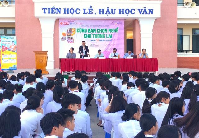 Bình Phước: Tư vấn 15.000 học sinh THPT hướng ra nghề nghiệp - 1
