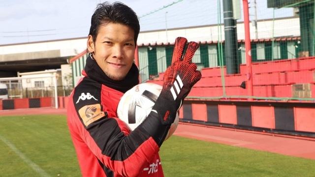 Muangthong United tính chuyện thay Văn Lâm bằng thủ môn Kawin - 1