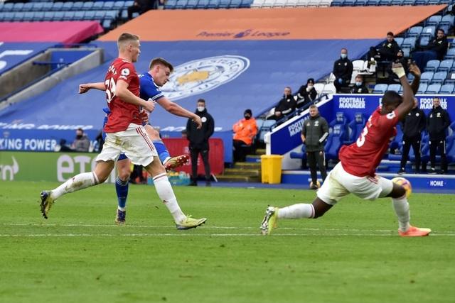 Hàng thủ lỏng lẻo, Man Utd tuột chiến thắng trước Leicester - 8