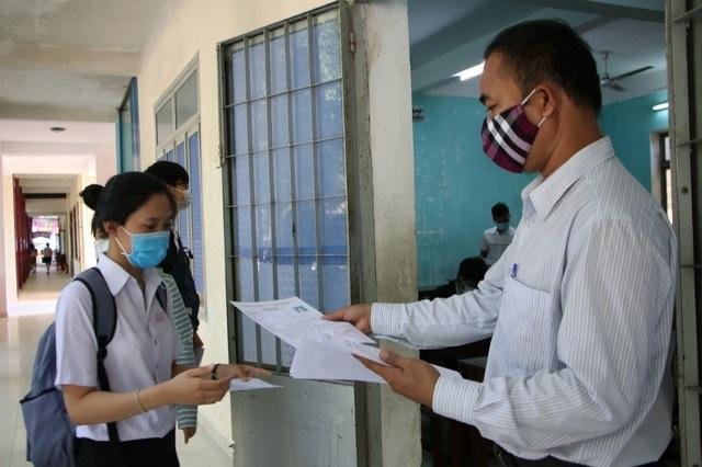 Vì sao Quảng Ngãi thu hồi 3,5 tỷ đồng khen thưởng cho học sinh? - 1