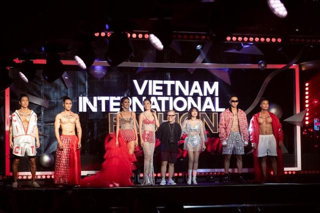 Tiểu Vy, Minh Tú mặc váy xuyên thấu, khoe hình thể trong BST Miss Fitness - 1