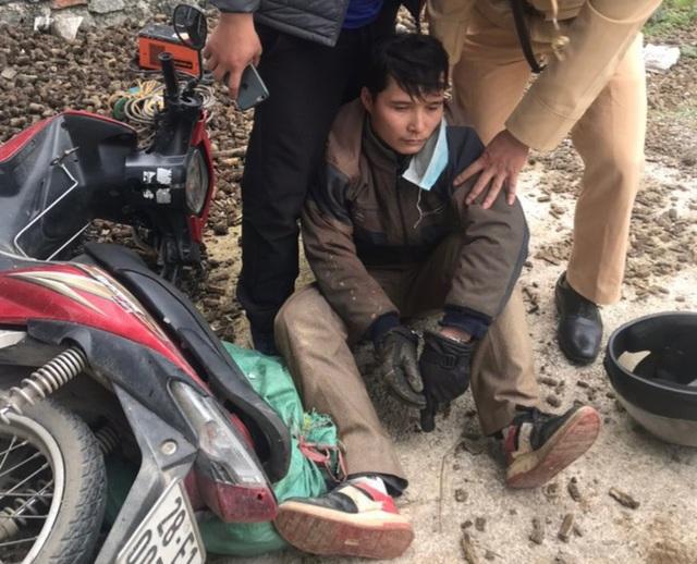 Một trinh sát bị thương khi vật lộn với tội phạm ma túy - 1