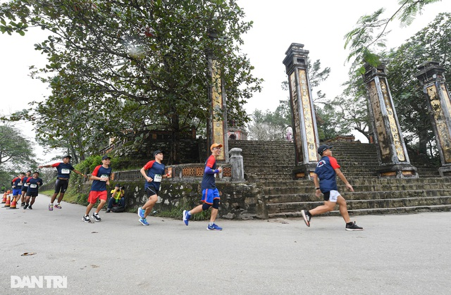 Ông Đoàn Ngọc Hải chinh phục đường chạy 42km tại Huế - 13