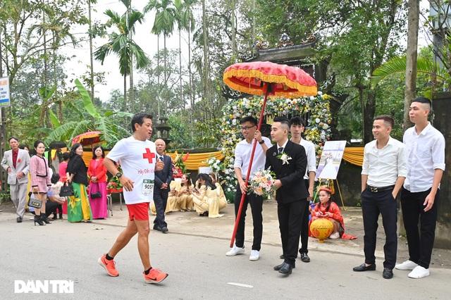 Ông Đoàn Ngọc Hải chinh phục đường chạy 42km tại Huế - 2