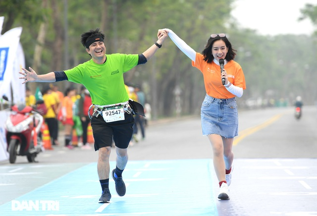 Ông Đoàn Ngọc Hải chinh phục đường chạy 42km tại Huế - 14