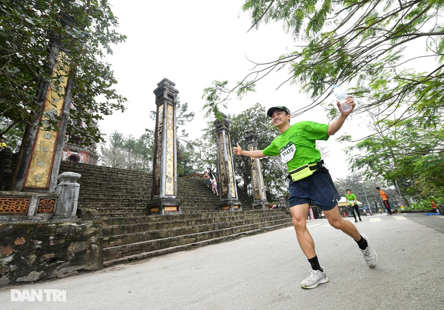 Ông Đoàn Ngọc Hải chinh phục đường chạy 42km tại Huế - 12